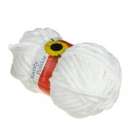 Kwiaty Polskie Słonecznik 132 to gruba pluszowa włóczka w kolorze białym wykonana w 100% z poliestru.