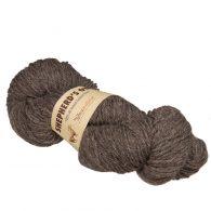Fibranatura Shepherd's Own 40006 w naturalnym niebarwionym kolorze szarobrązowym. Jest to wełna pochodząca z hiszpańskich owiec