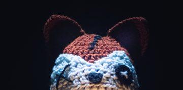 Halloweenowa czapka voodoo lis - darmowy wzór na szydełko