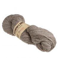 Fibranatura Shepherd's Own 40003 w naturalnym niebarwionym kolorze jasnoszarobrązowym. Jest to wełna pochodząca z hiszpańskich owiec
