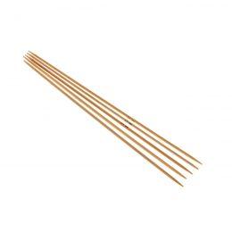 Druty skarpetkowe 2.5mmwykonane z bambusa od firmy SKC. Bambus jest lakierowany i pozbawiony odstających włókien.