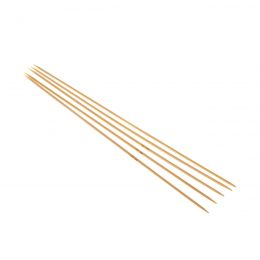 Druty skarpetkowe 2mmwykonane z bambusa od firmy SKC. Bambus jest lakierowany i pozbawiony odstających włókien.