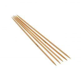 Druty skarpetkowe 4mmwykonane z bambusa od firmy SKC. Bambus jest lakierowany i pozbawiony odstających włókien.