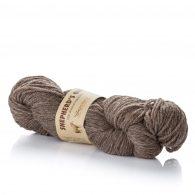 Fibranatura Shepherd's Own 40005 to naturalna, niebarwiona wełna owcza doskonałej jakości. Włókna są mięciutkie, nie odstające i ładnie skręcone.