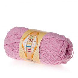 Alize Softy 98 różowy mięciutka włochata włóczka idealna na maskotki, szale, poduchy i koce. Struktura trawki daje piękny fantazyjny efekt.