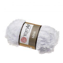 Yarn Art Mink 345 chłodny biały to pluszowa cudownie miękka włóczka typu trawka. Idealnie nadaje się na koce, zabawki i poduchy.