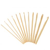 Szydełko 4.5mm bambusowe o długości 15cm. Cechuje je prostota i funkcjonalność. Posiada okrągły przekrój. Zakończone jest widocznym napisem z rozmiarem