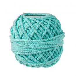 Sznurek bawełnianyBawełenka miętowa 600 to 100% bawełny w postaci przędzonego sznura o średnicy 5mm. W zwiniętym w kulkę motku jest 50 m.