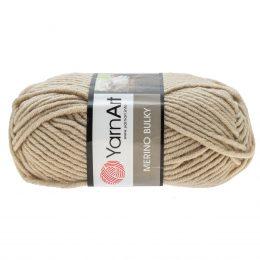 Yarn Art Merino Bulky 033 w kolorze beżowym to cieplutka wełniano-akrylowo włóczka idealna na czapki, swetry, szale czy koce.