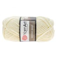 Yarn Art Merino Bulky 502 w kolorze kremowym to cieplutka wełniano-akrylowo włóczka idealna na czapki, swetry, szale czy koce.