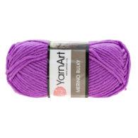 Yarn Art Merino Bulky 9561 w kolorze lawendowym to cieplutka wełniano-akrylowo włóczka idealna na czapki, swetry, szale czy koce.