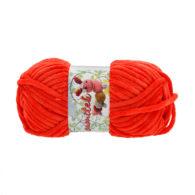 Opus Natura Aksamitek 41 w kolorze czerwonym to pluszowa, gruba włóczka, wykonana z poliestru. Dzięki swej miękkości jest idealna do tworzenia zabawek.