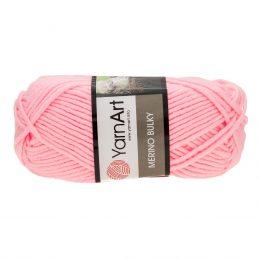 Yarn Art Merino Bulky 217 to ciepła włóczka w kolorze różowym idealna na szaliki, czapki, czy ciepłe kapcie. Akryl z wełną, 100g/100m