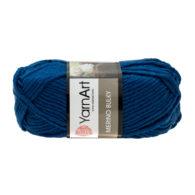 Yarn Art Merino Bulky 551 w kolorze ciemnego jeansu to cieplutka wełniano-akrylowo włóczka idealna na czapki, swetry, szale czy koce.