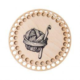 Baza do koszyka ze sznurka okrągła motek. Zawiera gładką podstawę o średnicy 17cm oraz wzorzystą pokrywę o srednicy 15cm.