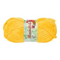 Opus Natura Aksamitek 32 w kolorze żółtym to pluszowa, gruba włóczka, wykonana z poliestru. Dzięki swej miękkości jest idealna do tworzenia zabawek.