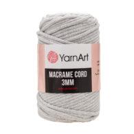Włóczka Yarn Art Macrame Cord 3 mm 756 szaryto 60% bawełny i 60% poliestru i wiskozy . Jej najbardziej charakterystyczną cechą jest przędzona struktura