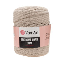 Włóczka Yarn Art Macrame Cord 5mm 753 beżto 60% bawełny i 60% poliestru i wiskozy . Jej najbardziej charakterystyczną cechą jest przędzona struktura.
