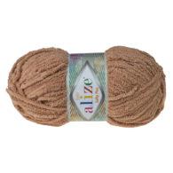 Alize Softy Plus 199 karmel mięciutka włochata włóczka idealna na maskotki, szale, poduchy i koce. Struktura trawki daje piękny fantazyjny efekt.