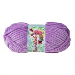 Opus Natura Aksamitek 223 w kolorze lila to pluszowa, gruba włóczka, wykonana z poliestru. Dzięki swej miękkości jest idealna do tworzenia zabawek.