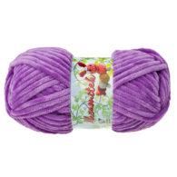 Opus Natura Aksamitek 75 w kolorze fioletu to pluszowa, gruba włóczka, wykonana z poliestru. Dzięki swej miękkości jest idealna do tworzenia zabawek.