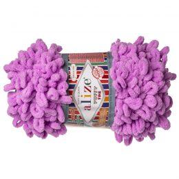 Alize Puffy Fine 378 pluszowa fantazyjna włóczka w kolorze wrzosu. Do tworzenia nie potrzeba drutów ani szydełka!