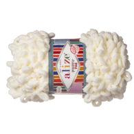 Alize Puffy Fine 62 pluszowa fantazyjna włóczka w kolorze waniliowym. Do tworzenia nie potrzeba drutów ani szydełka!