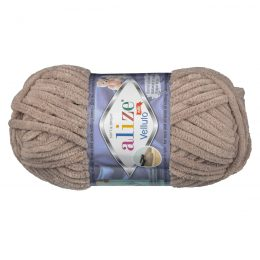 WłóczkaAlize Velluto 530 to pluszowa, miękka włóczka w kolorze kakaowym. Alternatywa dla Dolphin Baby. 100g/68m