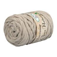 Opus Natura Macrama 5mm 123 to wyjątkowo miękki sznurek bawełniany zwinięty w walcowate motki po 250g i 60m. 80% bawełny i 20% poliestru.