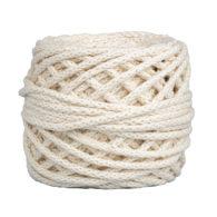 Sznurek bawełnianyBawełenka kremowa 050 to 100% bawełny w postaci przędzonego sznura o średnicy 5mm. W zwiniętym w kulkę motku jest 50 m.