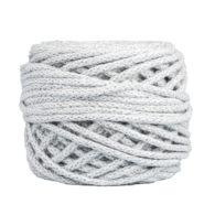 Sznurek bawełnianyBawełenka jasna szara 075 to 100% bawełny w postaci przędzonego sznura o średnicy 5mm. W zwiniętym w kulkę motku jest 50 m.