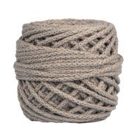 Sznurek bawełnianyBawełenka lniana 700 to 100% bawełny w postaci przędzonego sznura o średnicy 5mm. W zwiniętym w kulkę motku jest 50 m.