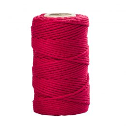 Sznurek czerwony 2mm idealnie sprawdzi się jako kreatywny dodatek do pakowania prezentów czy paczek w naturalnym, modnym ekostylu.