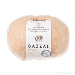 Gazzal Super Kid Mohair 64404 to super mięciutka moherowa włóczka w kolorze beżowym. 25g/237m. Idealna na jesienno-zimowe udziergi.