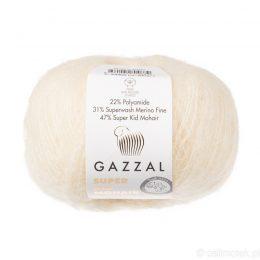 Gazzal Super Kid Mohair 64408 to super mięciutka moherowa włóczka w kolorze kremowym. 25g/237m. Idealna na jesienno-zimowe udziergi.