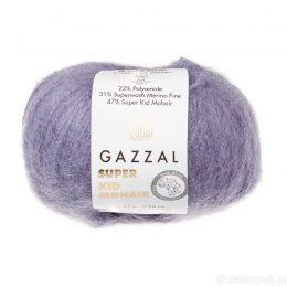 Gazzal Super Kid Mohair 64411 to super mięciutka moherowa włóczka w kolorze jagodowym. 25g/237m. Idealna na jesienno-zimowe udziergi.