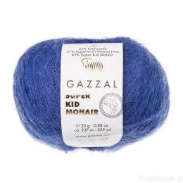 Gazzal Super Kid Mohair 64417 to super mięciutka moherowa włóczka w kolorze owocu borówki. 25g/237m. Idealna na jesienno-zimowe udziergi.