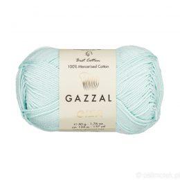 Włóczka Gazzal Giza 2482 to pięknie połyskująca merceryzowana bawełna w miętowym kolorze. Idealnie nadaje się na zabawki dla niemowlaków.