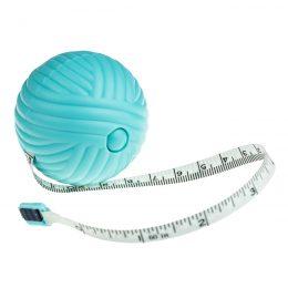 Metr krawiecki Yarn Ball 150cm - w formie uroczej plastikowej kulki włóczki skrywającej w sobie mechanizm zwijający miarę.