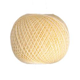 Ariadna Kaja 15 313 w kolorze waniliowym to 100% bawełna merceryzowana od polskiego producenta nici i mulin. 30g/200m, grubość 50 tex