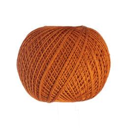 Ariadna Kaja 15 323 w kolorze rudym to 100% bawełna merceryzowana od polskiego producenta nici i mulin. 30g/200m, grubość 50 tex