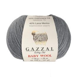 Włóczka Gazzal Baby Wool 818 w kolorze grafitu to mieszanka wełny merino, kaszmiru i akrylu. Idealna na ciepłe akcesoria dla dzieci.