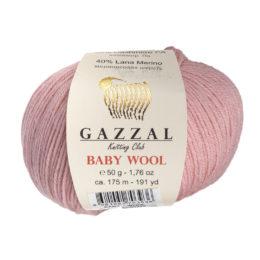 Włóczka Gazzal Baby Wool 845 w kolorze różowym to mieszanka wełny merino, kaszmiru i akrylu. Idealna na ciepłe akcesoria dla dzieci.